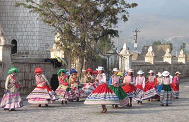 Danzantes en Chivay, Cañón del Colca